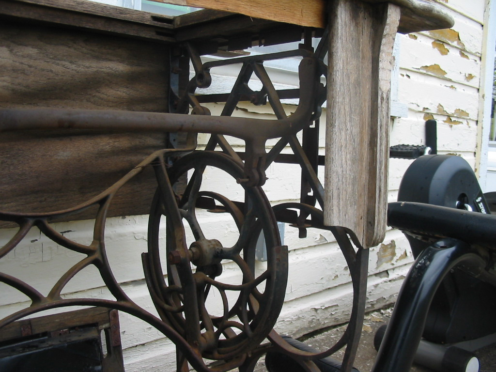 Picture of How do I make a spinning wheel from this treadle sewing machine?