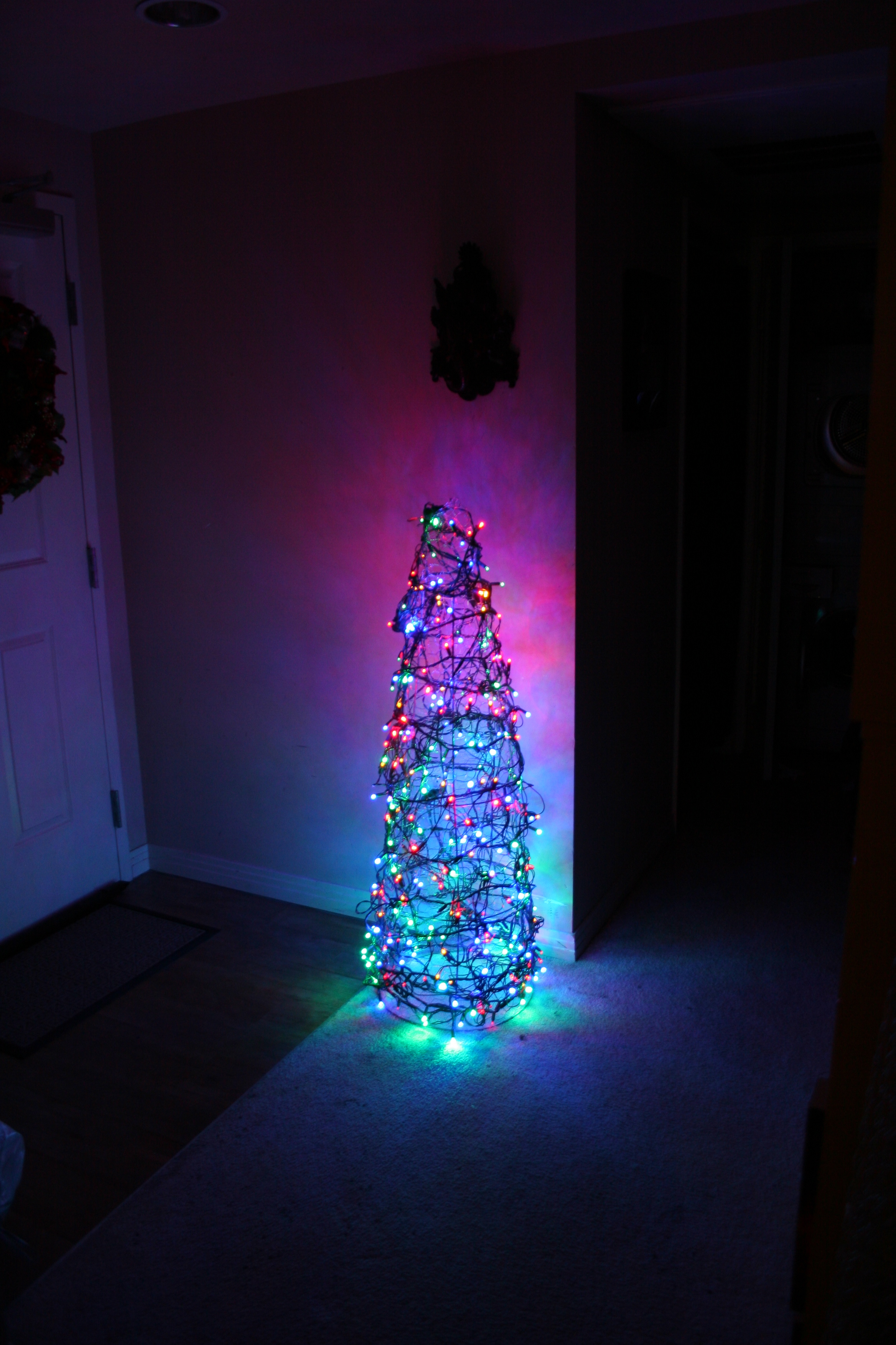 Wire Christmas Tree.Chicken Wire Christmas Tree 3 Steps With Pictures