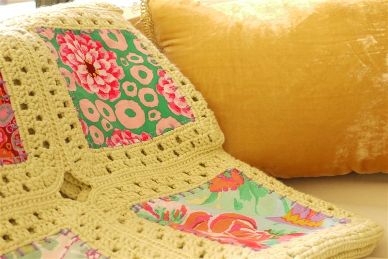 Picture of Sewing Daisies Kaffe Fusion Blanket