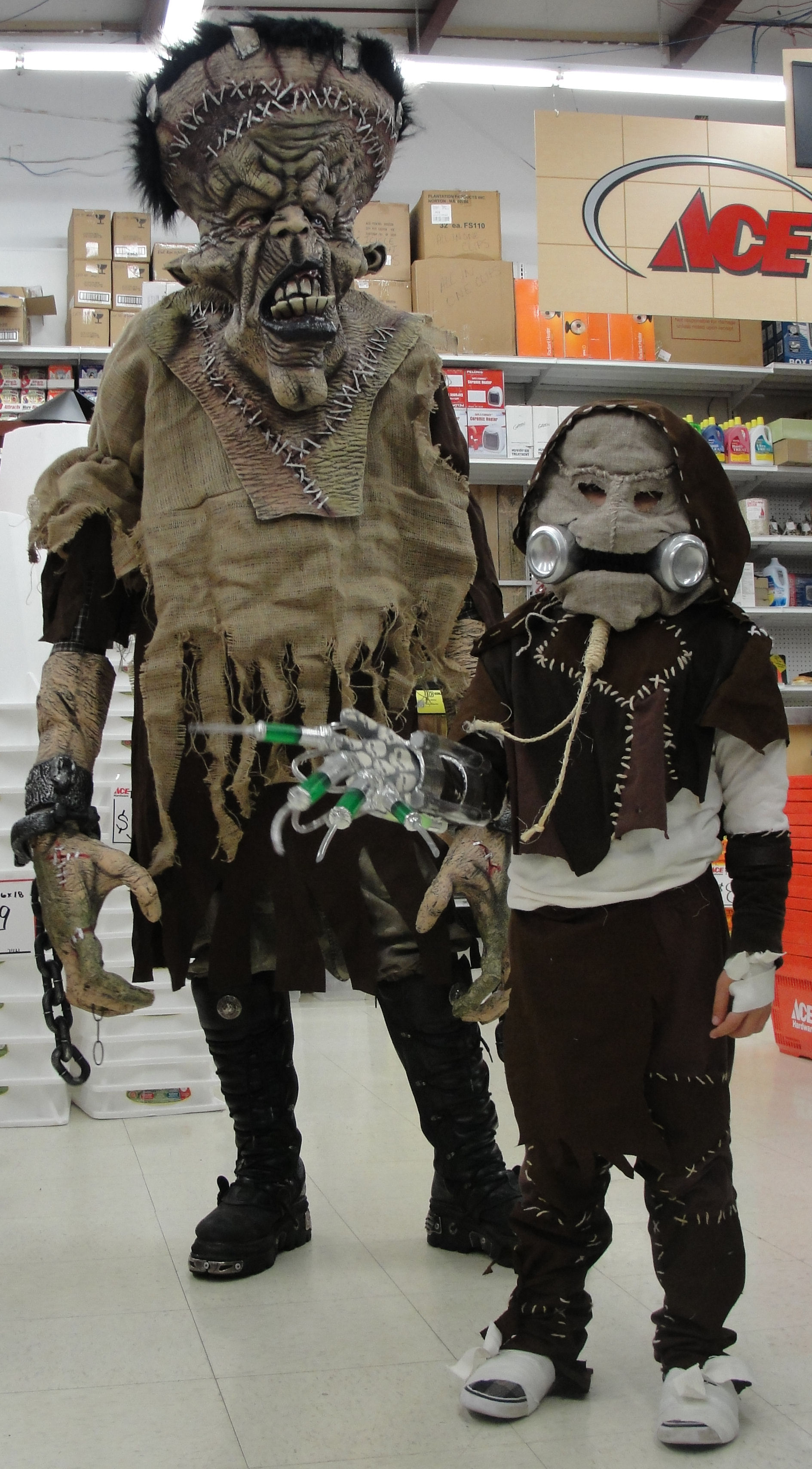 Picture of Scarecrow & Mummy