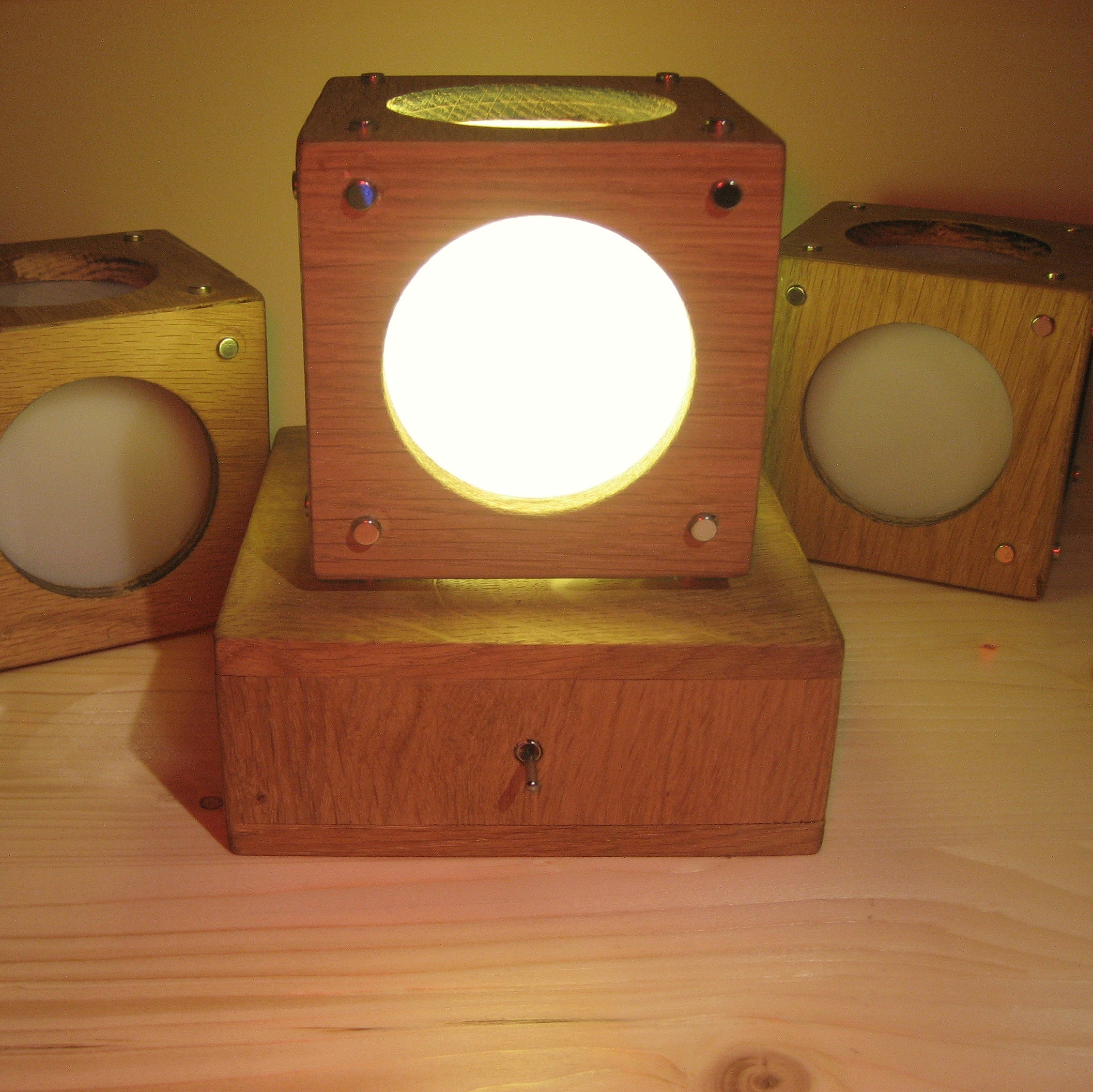Picture of Magnetic Table Lamp