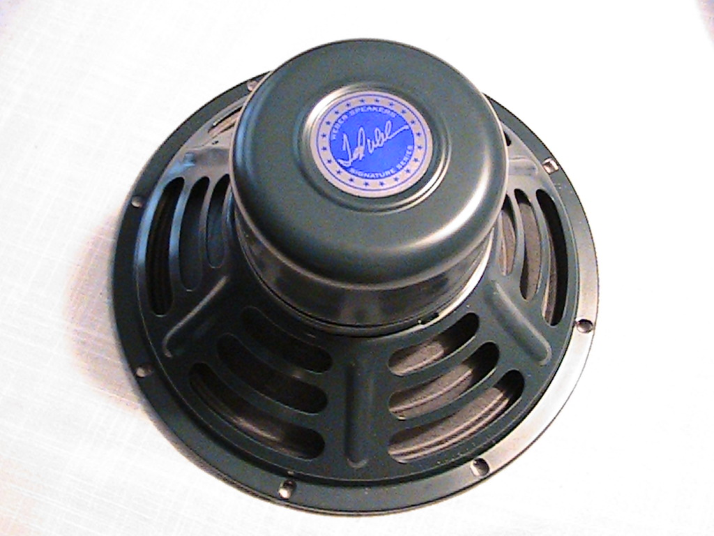Picture of Change Speaker/remove Magnet Cover