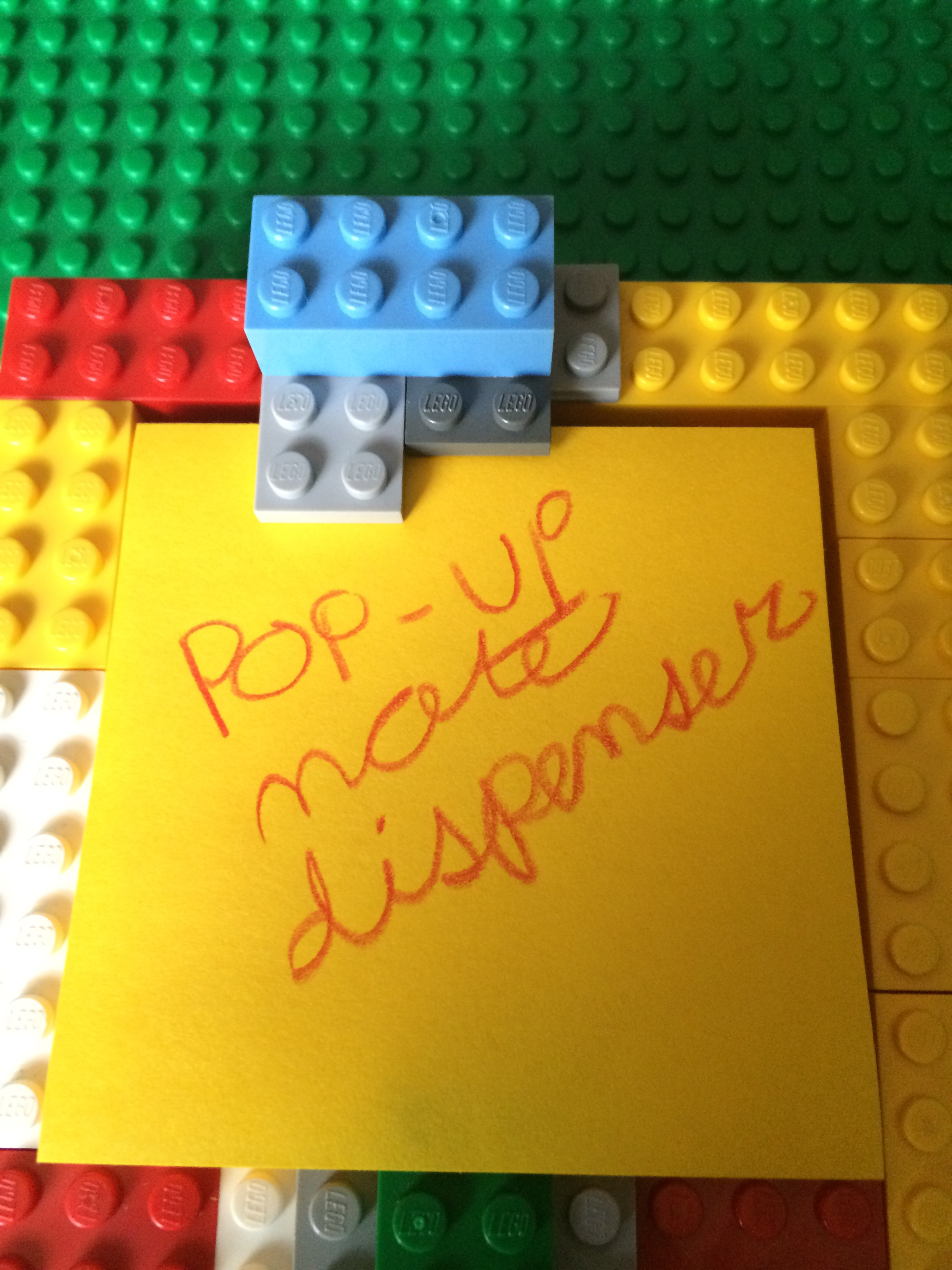 Picture of LEGO Pop-Up Note Dispenser!