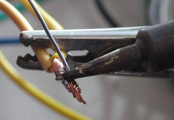 """How to Get an Instructables Patch by Contributing to """"Learn to Solder Month"""""""