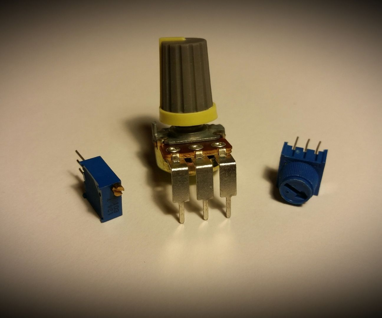 How To Use A Potentiometer As Voltage Divider 5 Steps With Wiring Variable Resistor Pictures