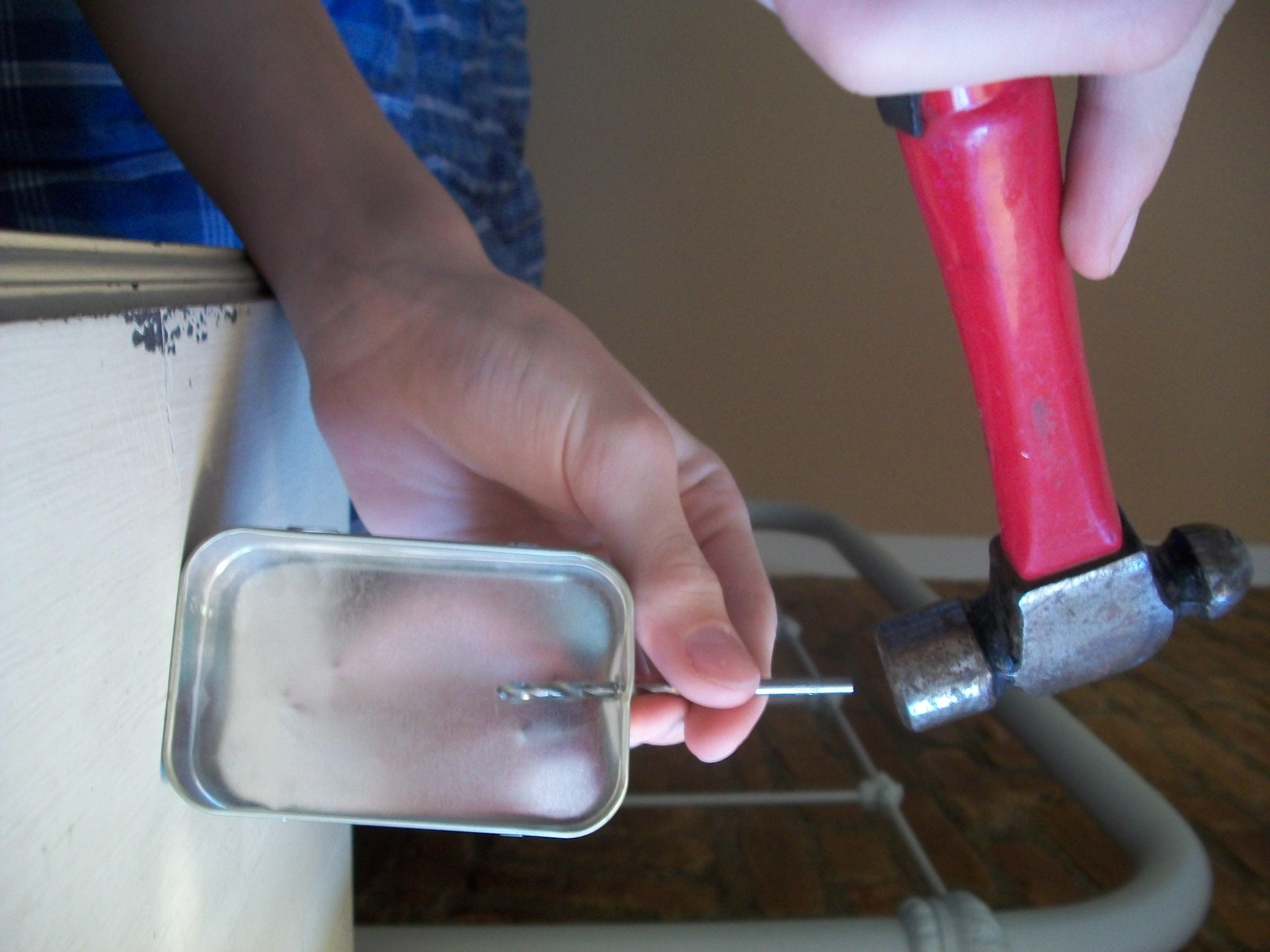 Picture of Preparing the Altoids Tins