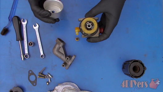 How to Clean a Tecumseh Carburetor