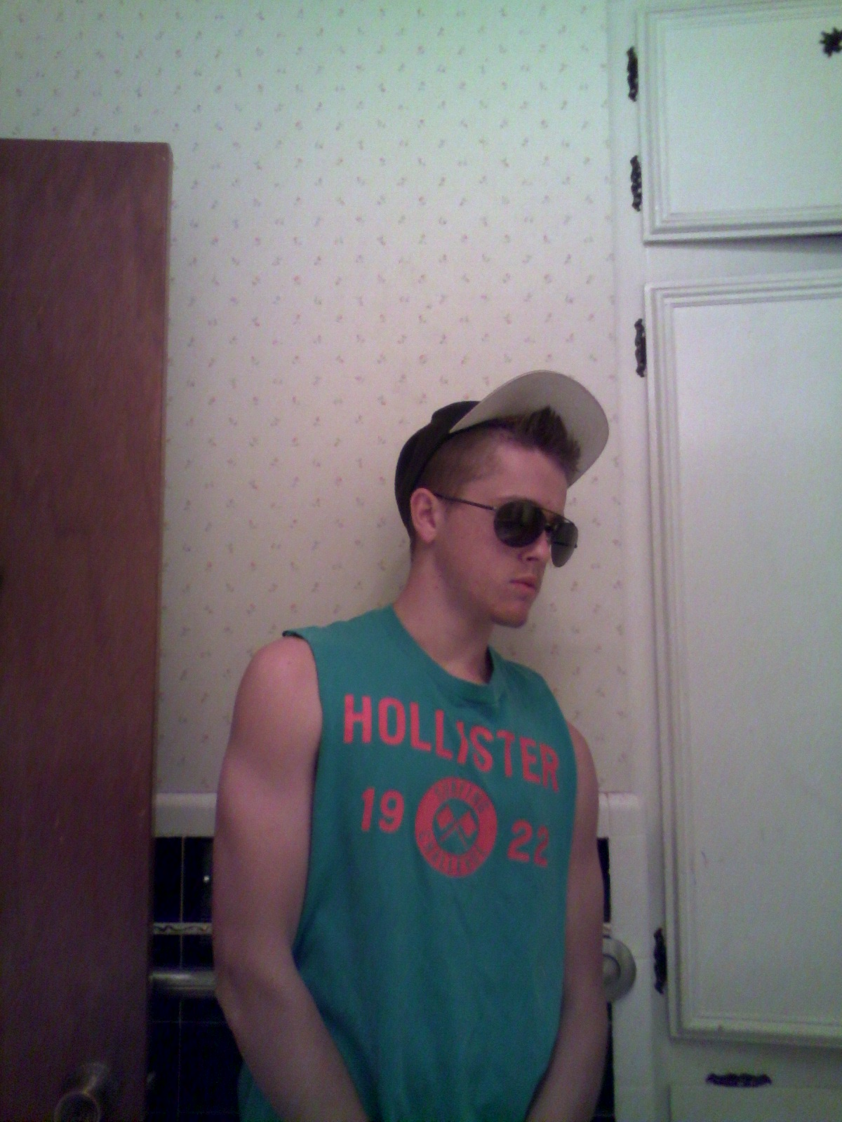 Picture of Tee Shirt to Men's Tank Top