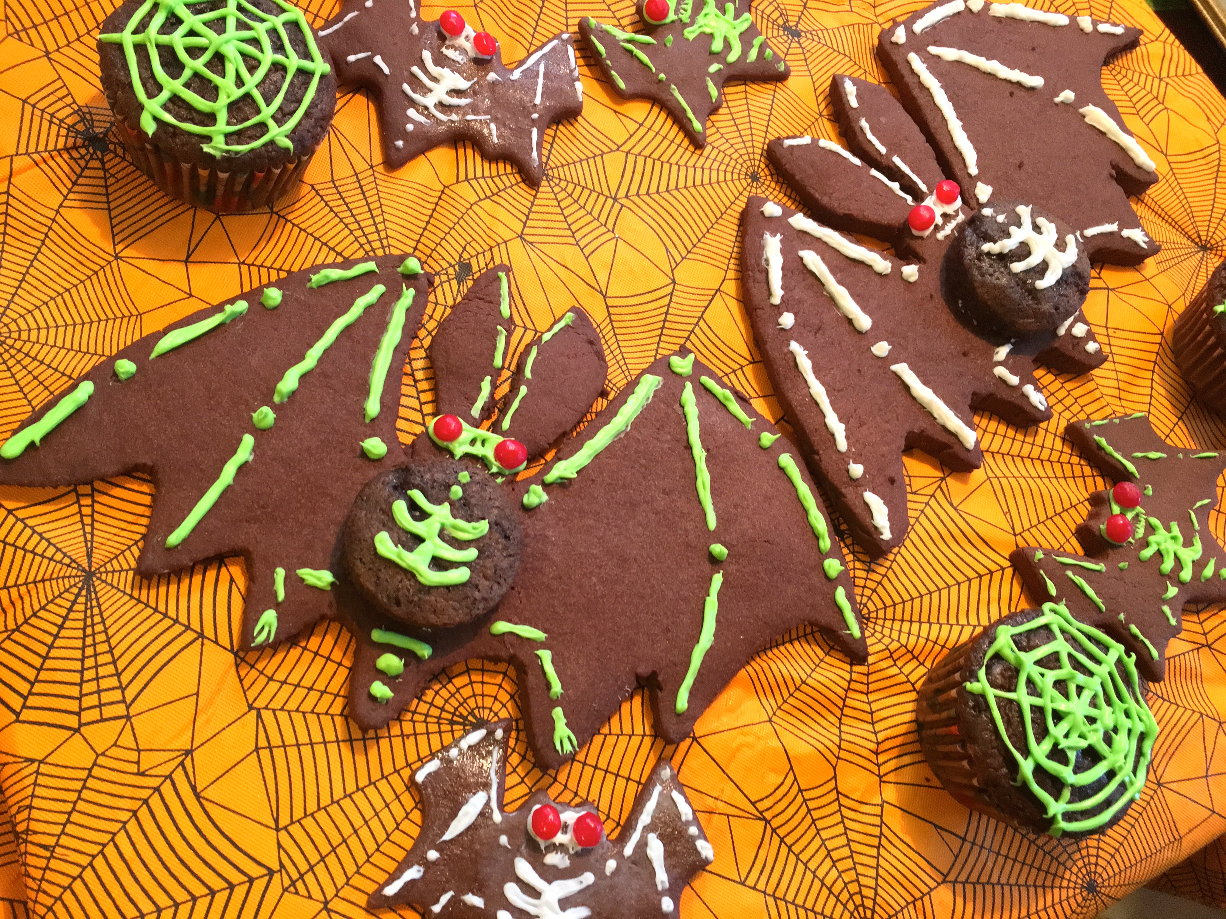 Picture of Decorating the Bat Cookies