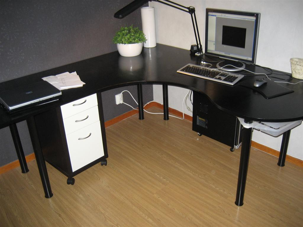 """Picture of Swedish """"Wraparound Desk Made From One Sheet of Plywood"""""""