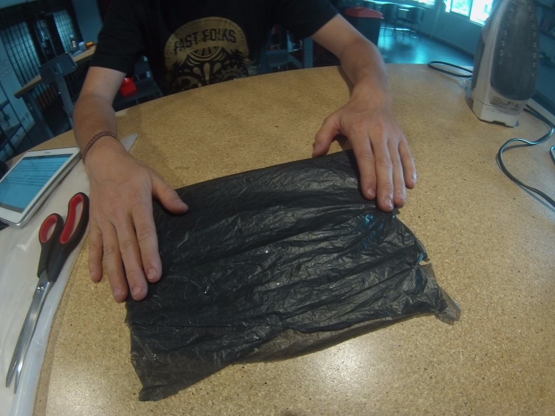 Picture of Recortando El Plástico