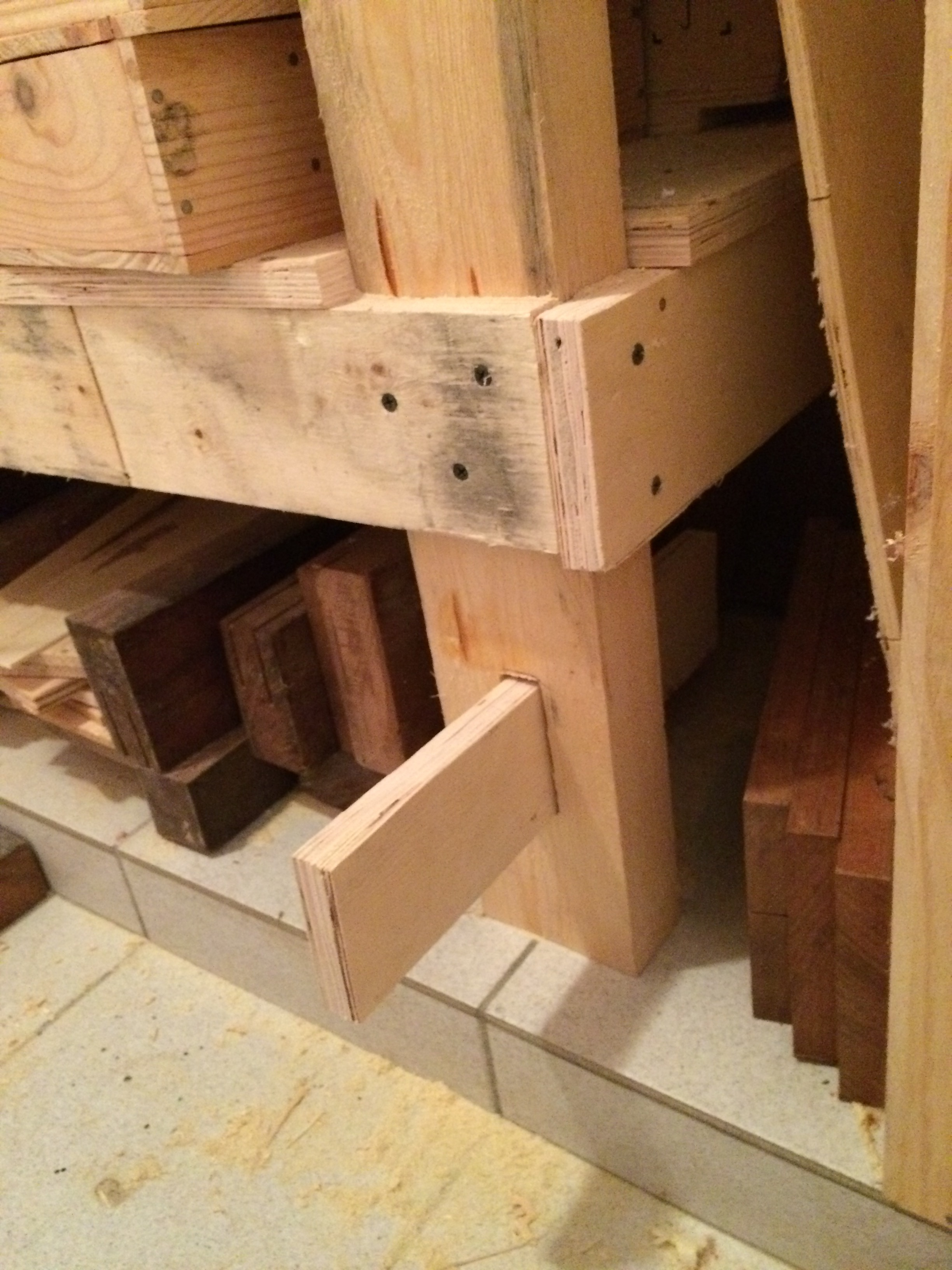 Picture of Make the Slot for the Supporting Leg