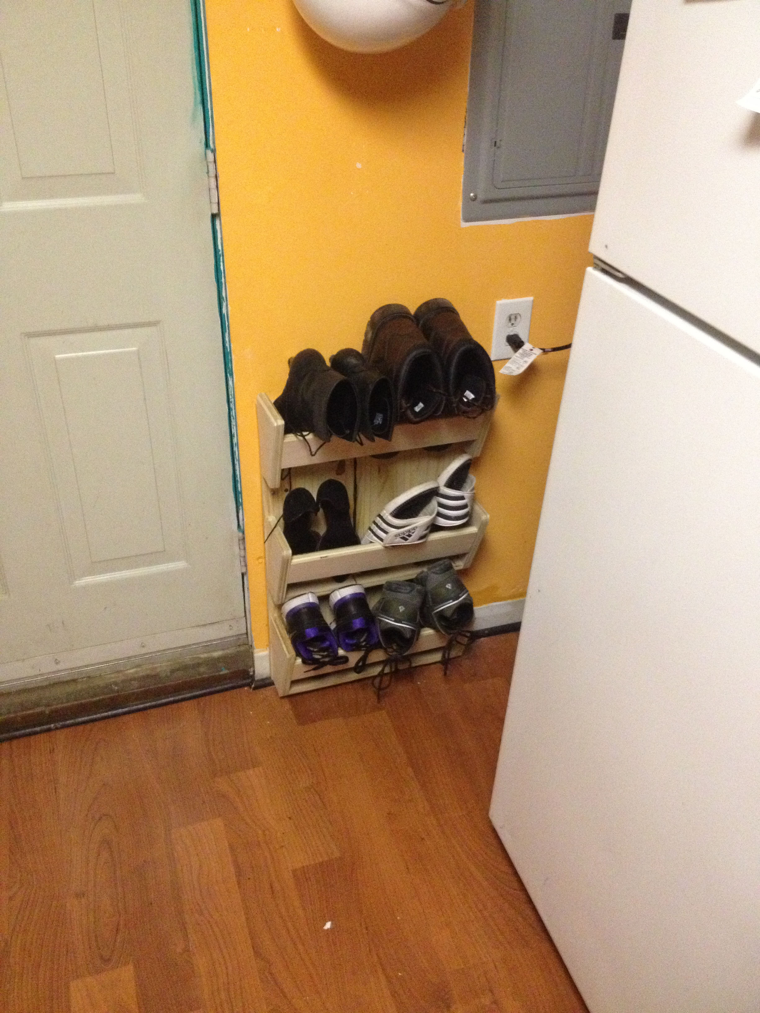 Picture of Simple Shoe Rack Free From Techshop Scaps