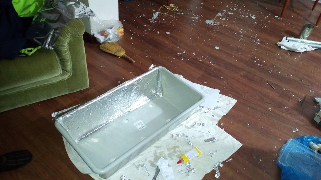 Picture of Glue the Aluminum Foil