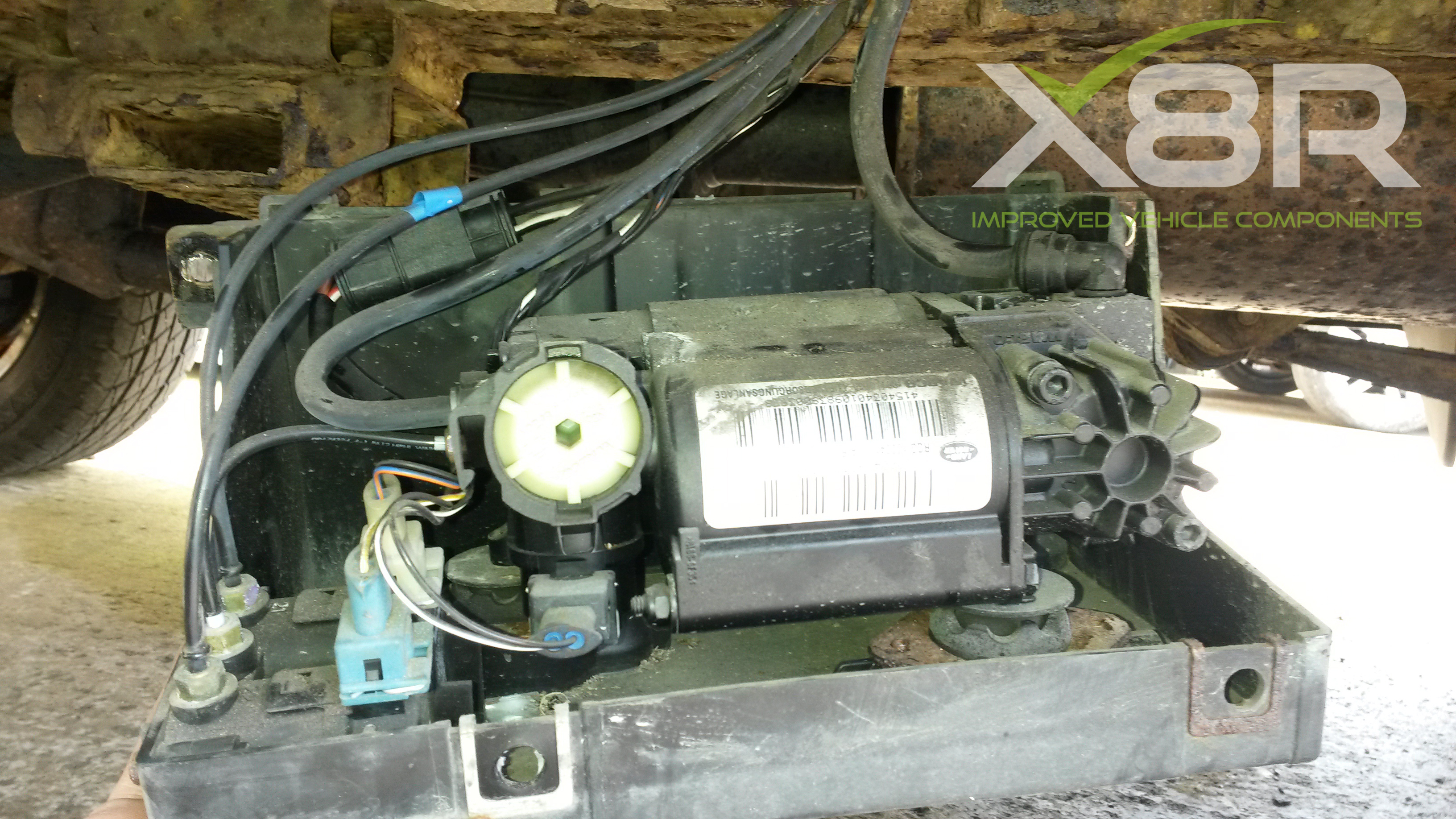 Picture of Land Rover Discovery 2 Air Suspension Wabco Compressor Removal.