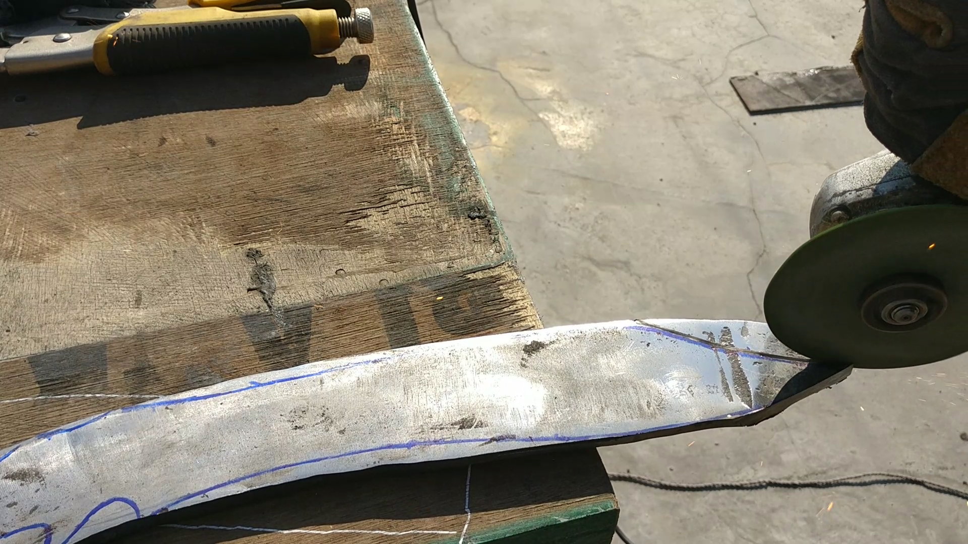Picture of ​Cutting the Knife Shape
