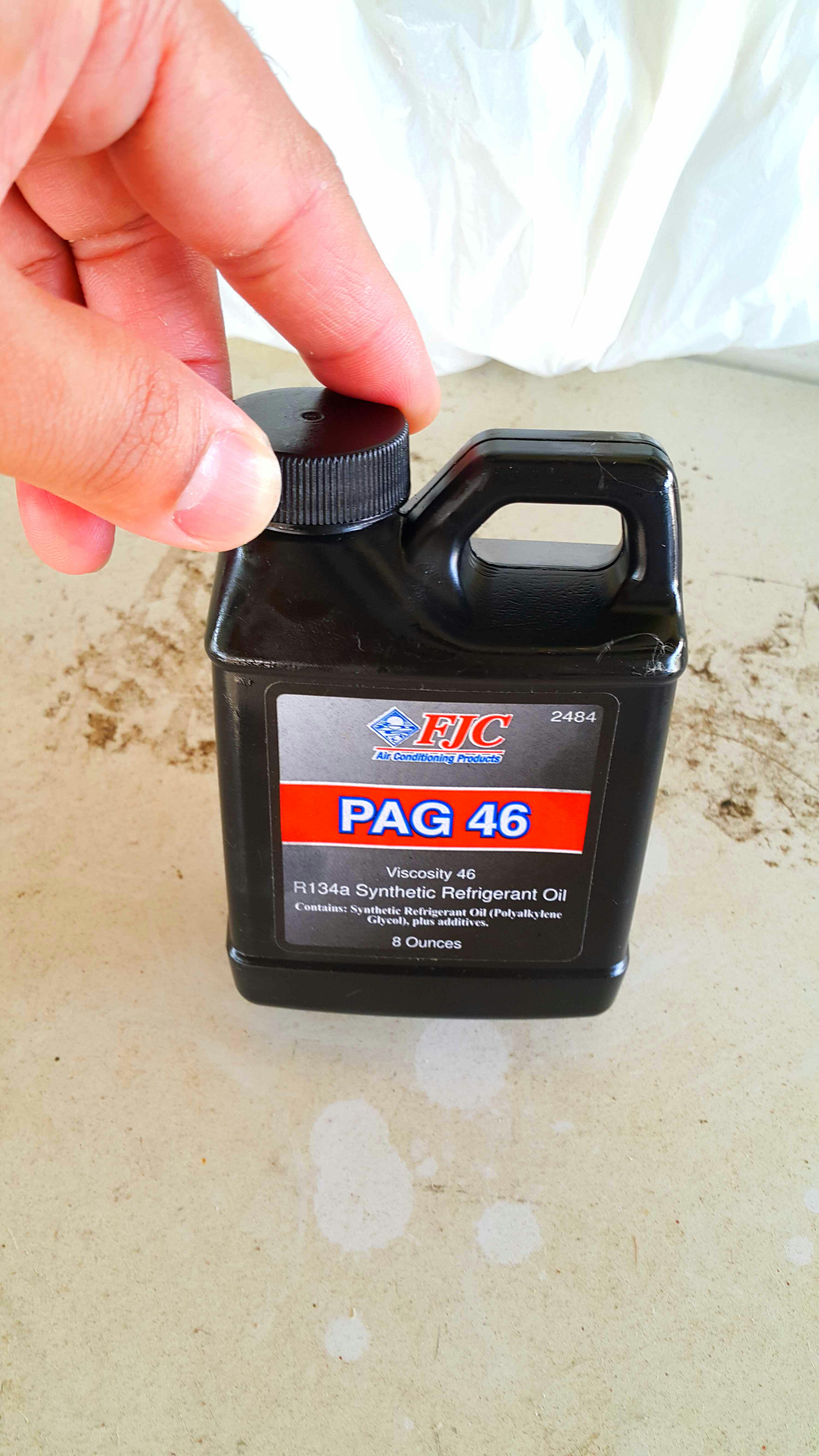 Injecting Pag Oil Into a Car's Air Conditioning System  : 4