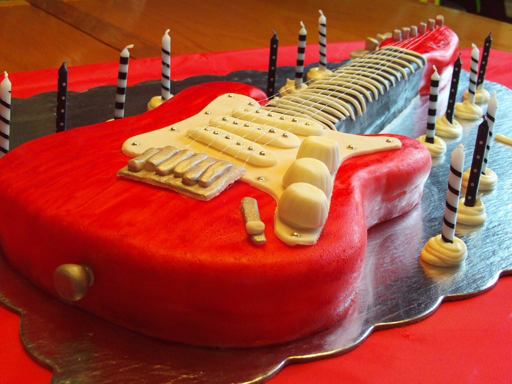 Sensational Electric Guitar Cake 6 Steps With Pictures Instructables Funny Birthday Cards Online Elaedamsfinfo