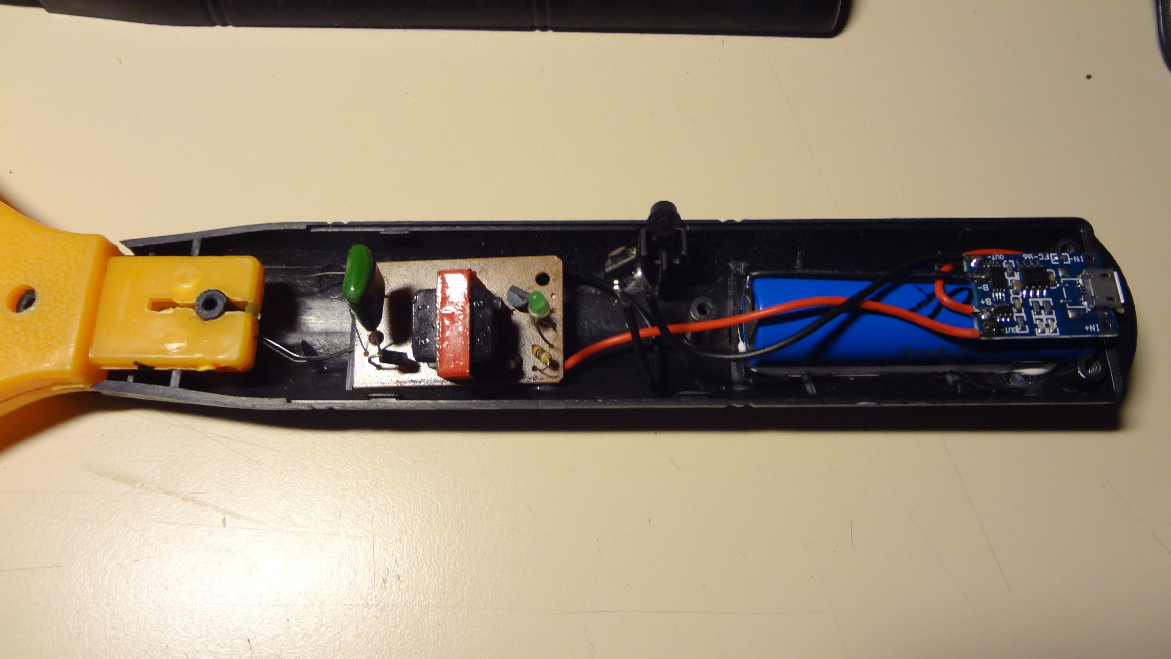 Picture of Fitting the Battery and the Rest of the Internals