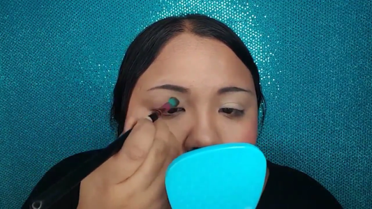 Apply Eye Makeup