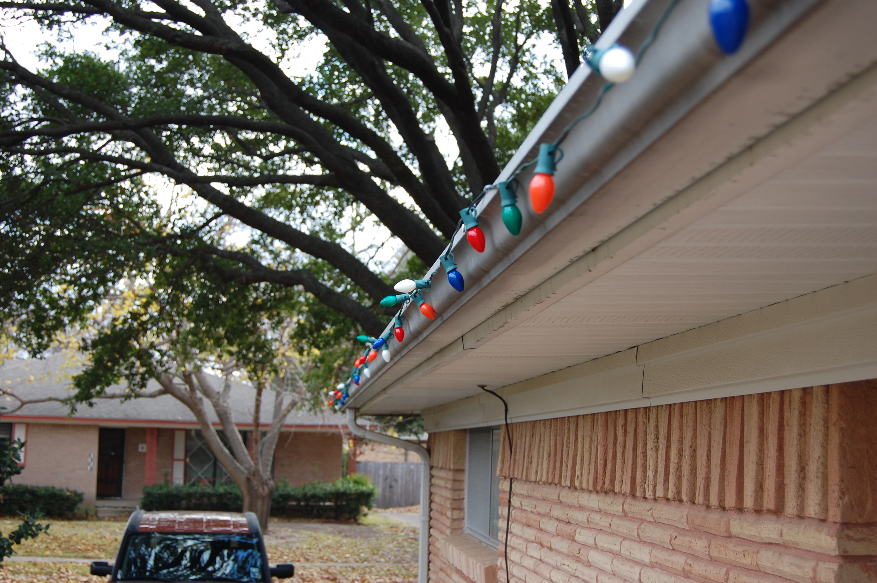 Hanging Christmas Lights Made Easy 4 Steps With Pictures