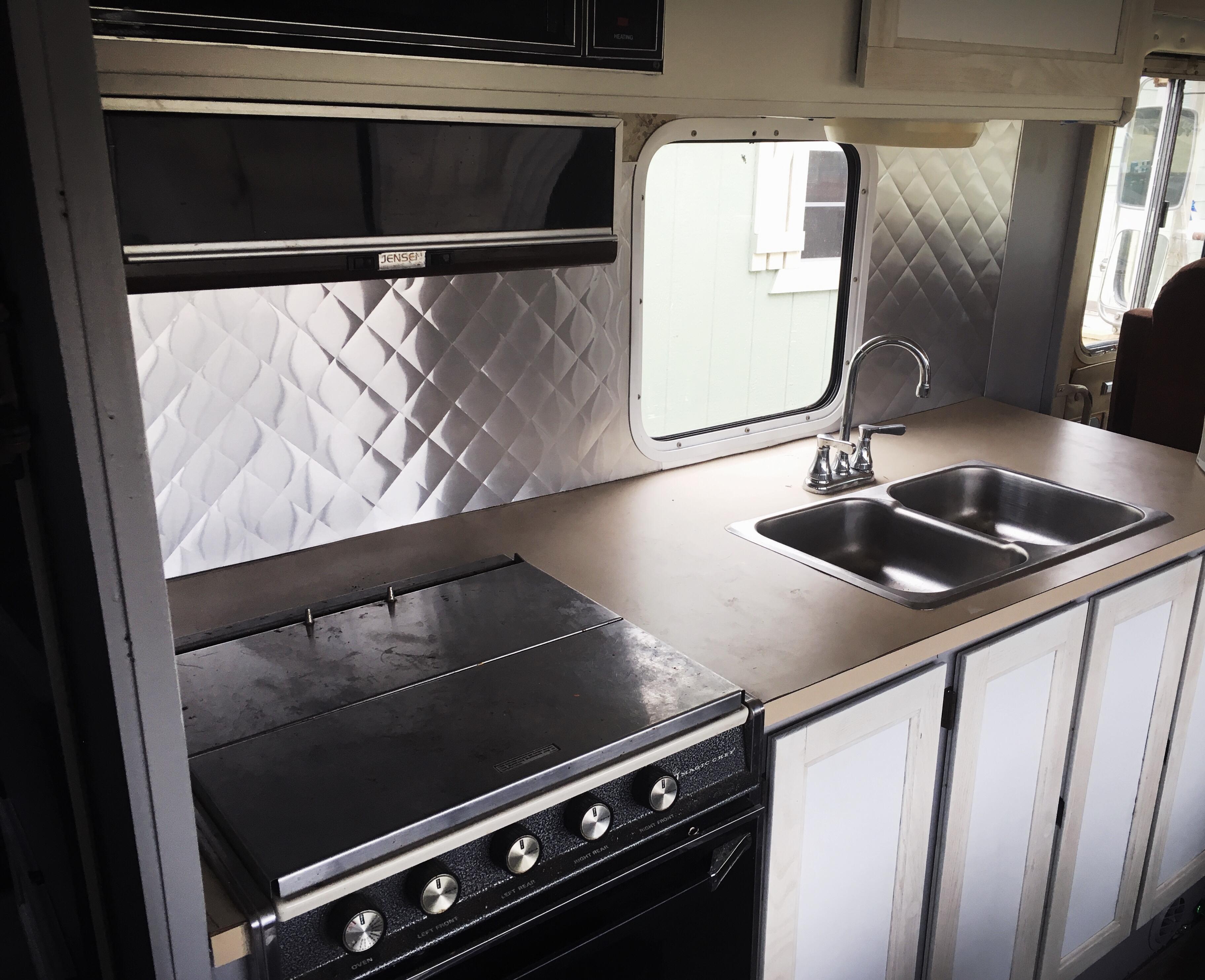 Picture of Quilted Aluminum Backsplash