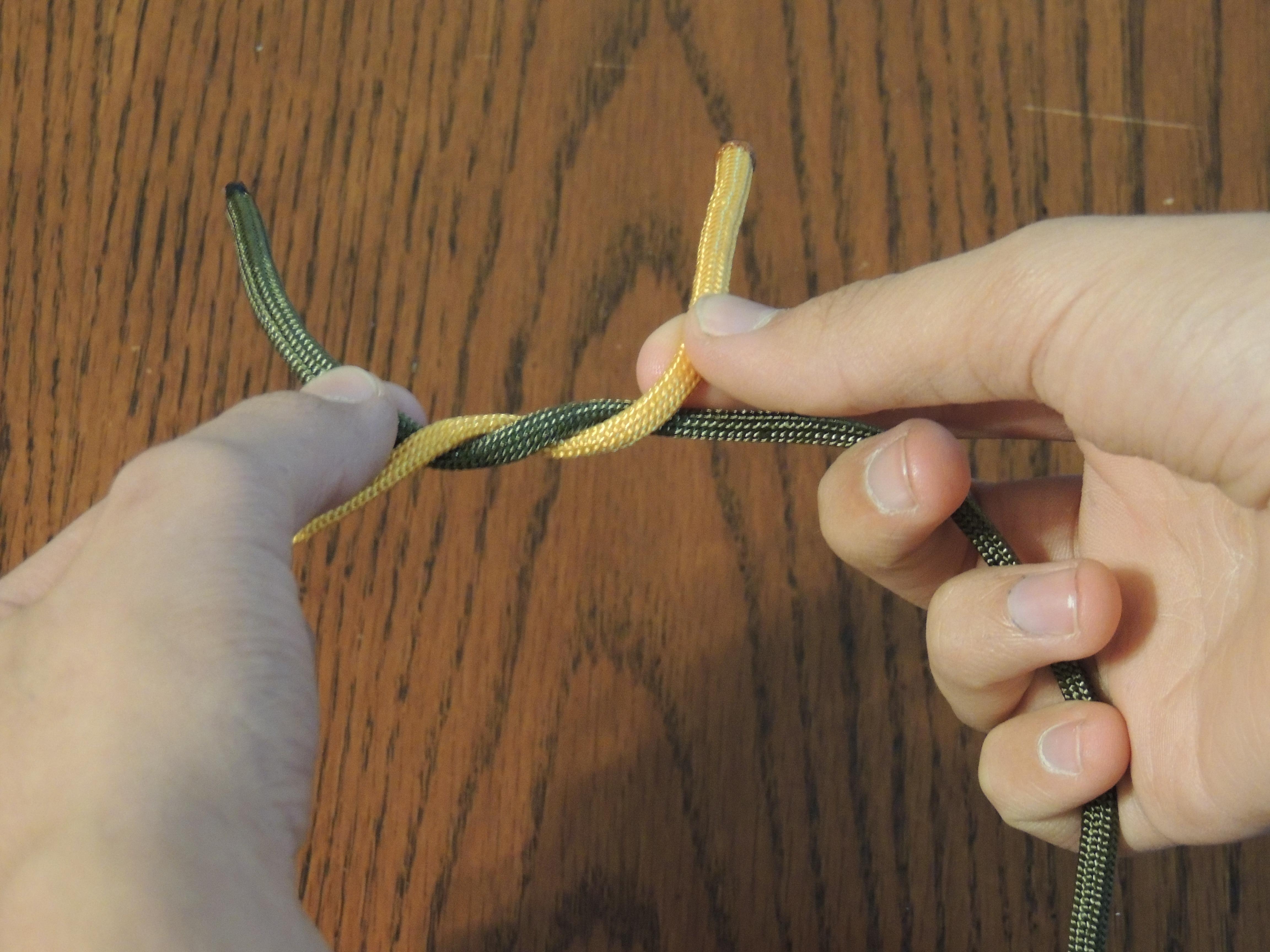 Как сделать прическу из узлов на волосах с помощью невидимки 42