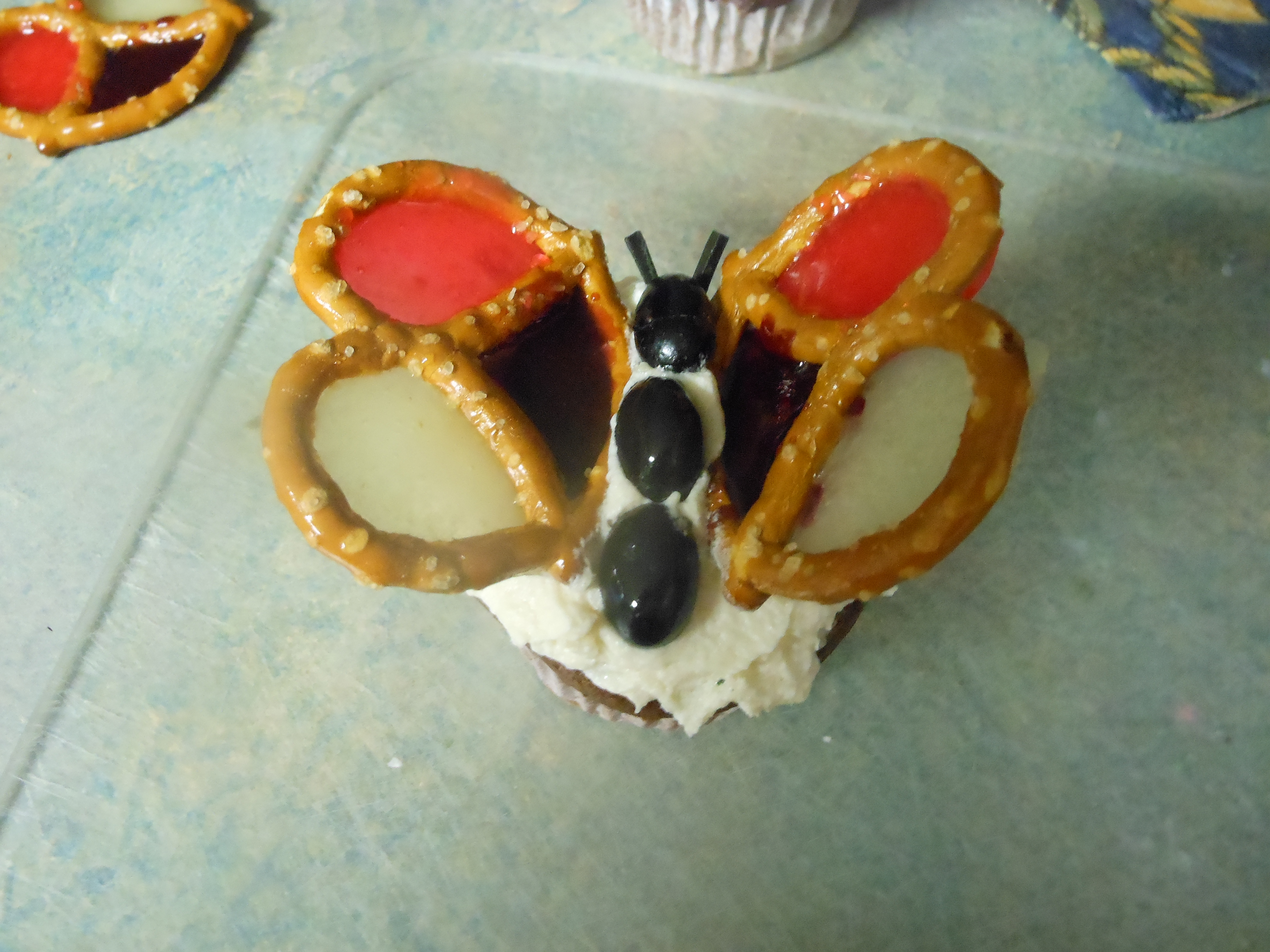 Picture of How to Decorate a Butterfly Cupcake