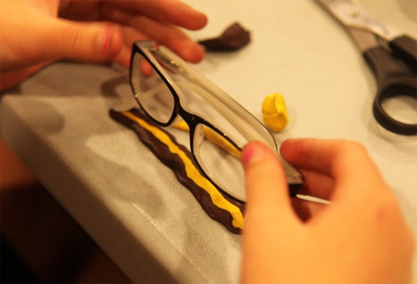 Make a Glasses Stand With Sugru