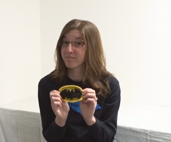 How to Crochet a Super-Mini Version of the Batman Symbol with the Oval