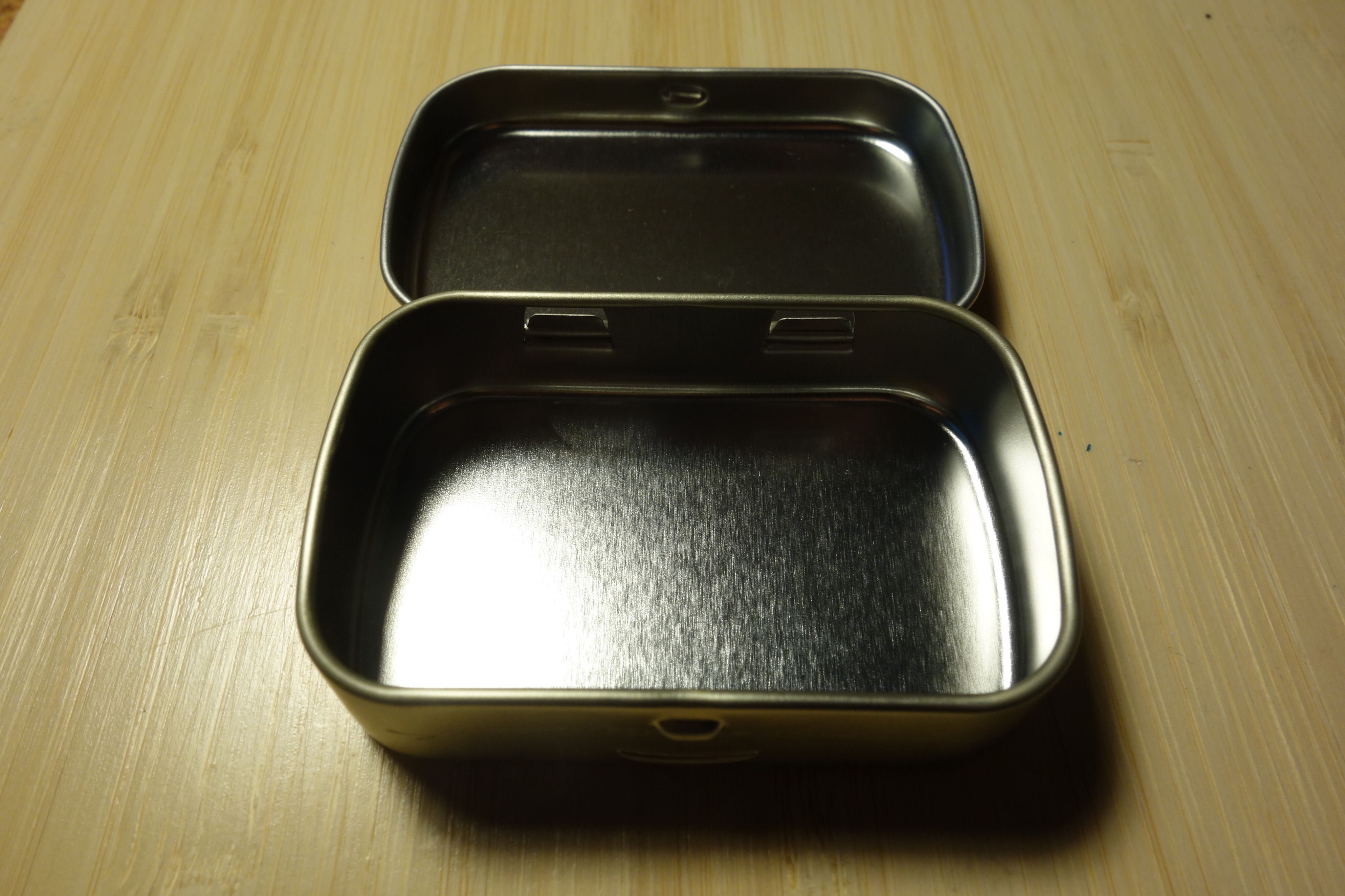 Picture of Empty and Clean a Mint Tin