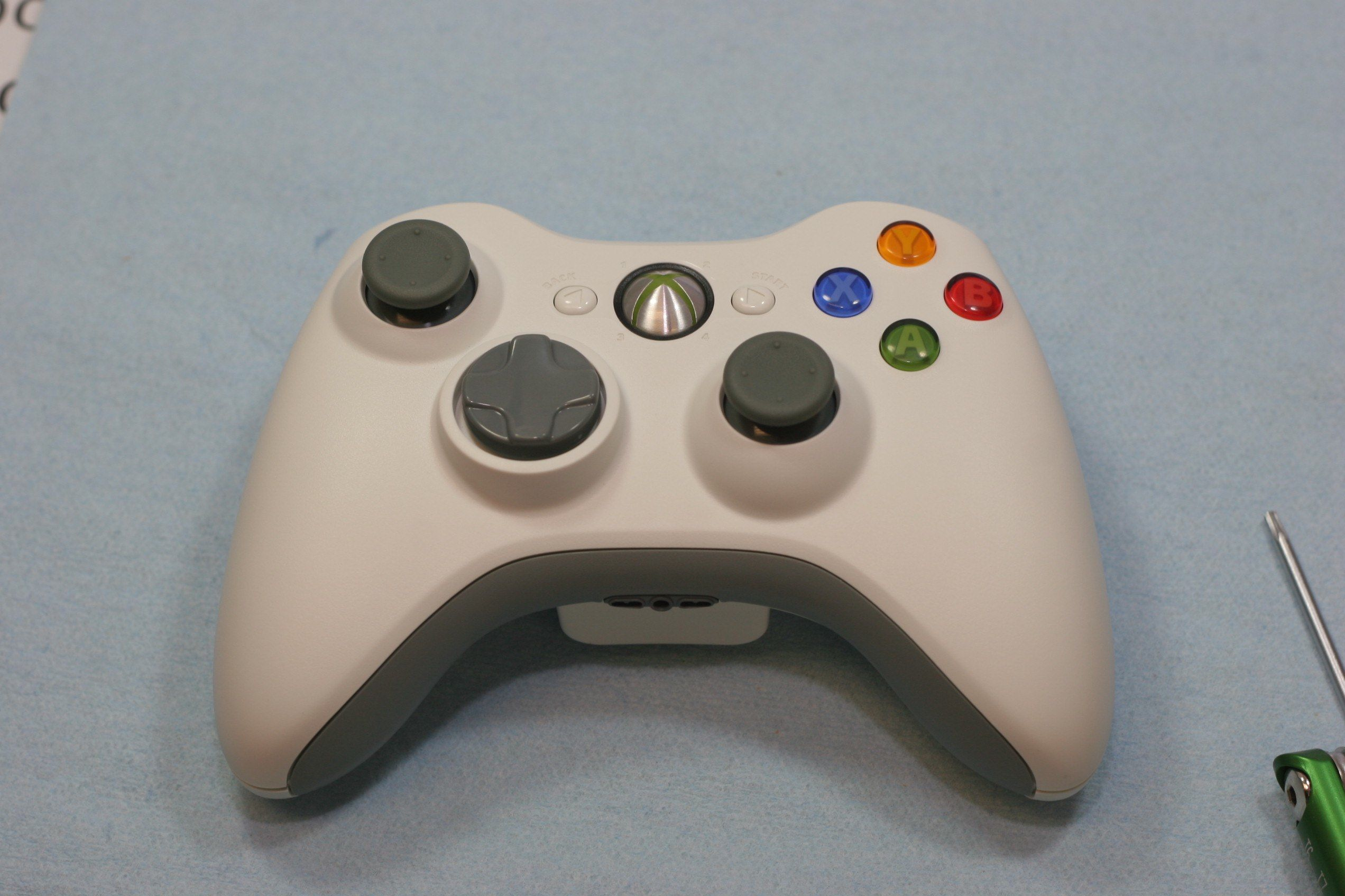 How to Disassemble an Xbox 360 Wireless Controller: 18 Steps