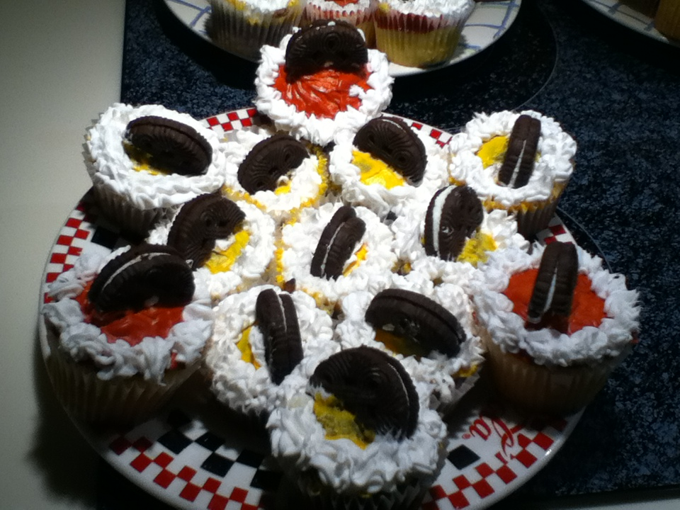 Picture of Superbowl Team Cupcakes!!