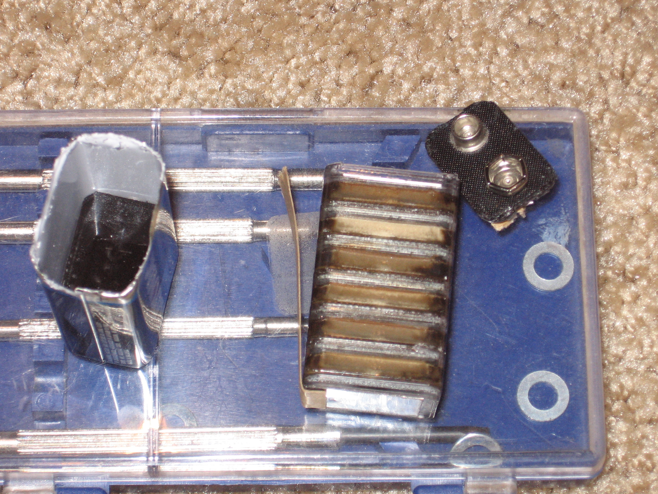 Picture of Take Apart the 9v Battery!