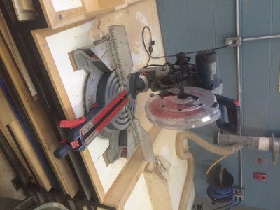 How to Operate a Miter Saw