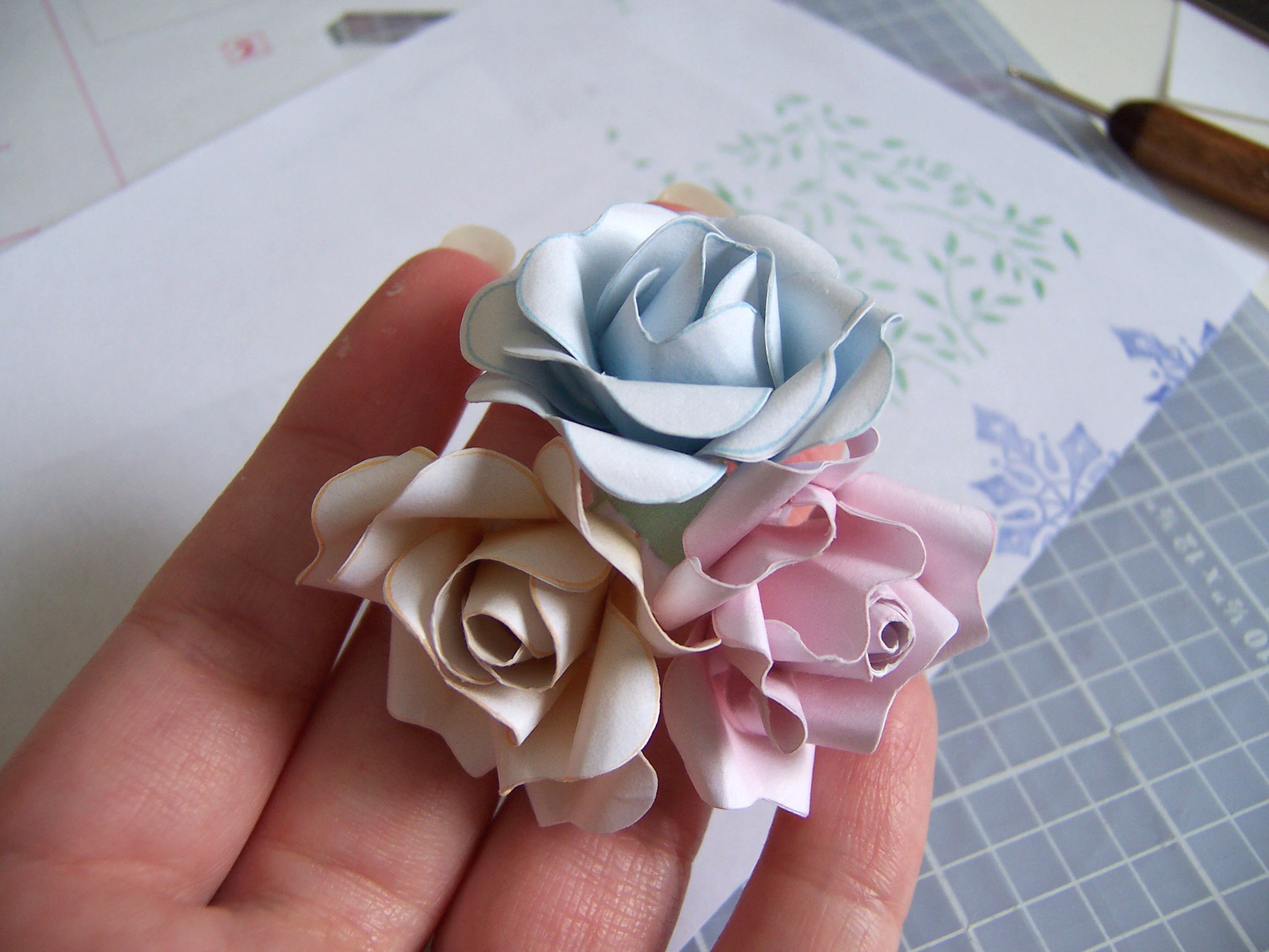 Picture of Adhere Roses to Base