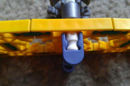 Attaching the Upper Arm Connector