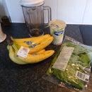 Smoothie spinach with banana and vanilla yogurt