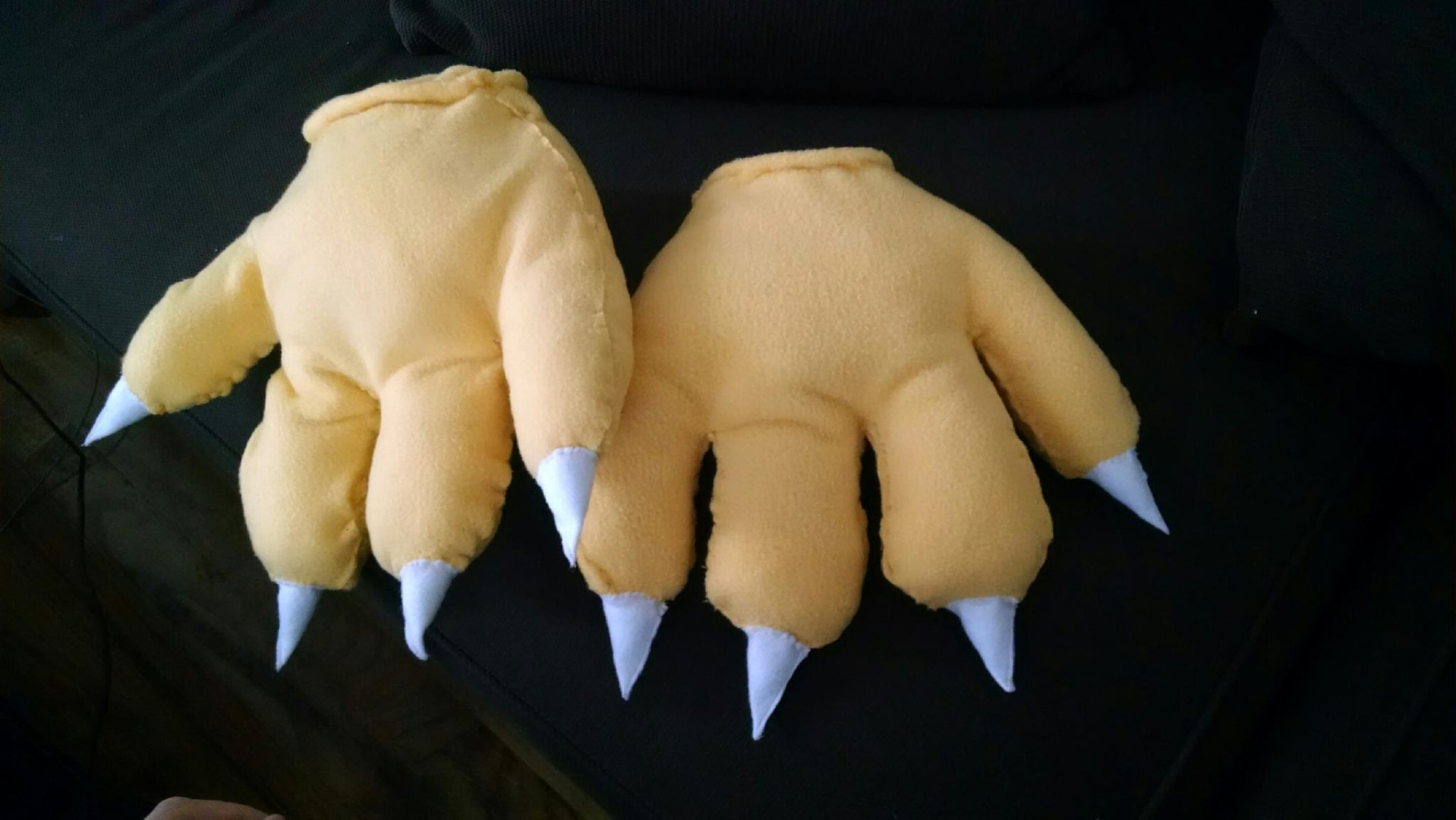Picture of Feet and Hands, Tail Spikes