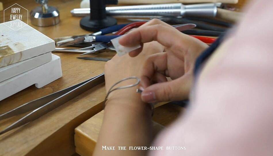 Picture of Making Decorative Buttons