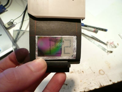 Project'hour : Hack a LCD Clock Into a Projector Slide