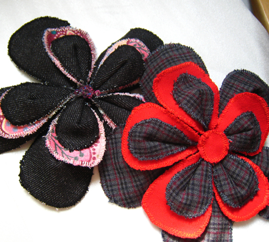 Picture of Neato Scrap Fabric Flower Pins