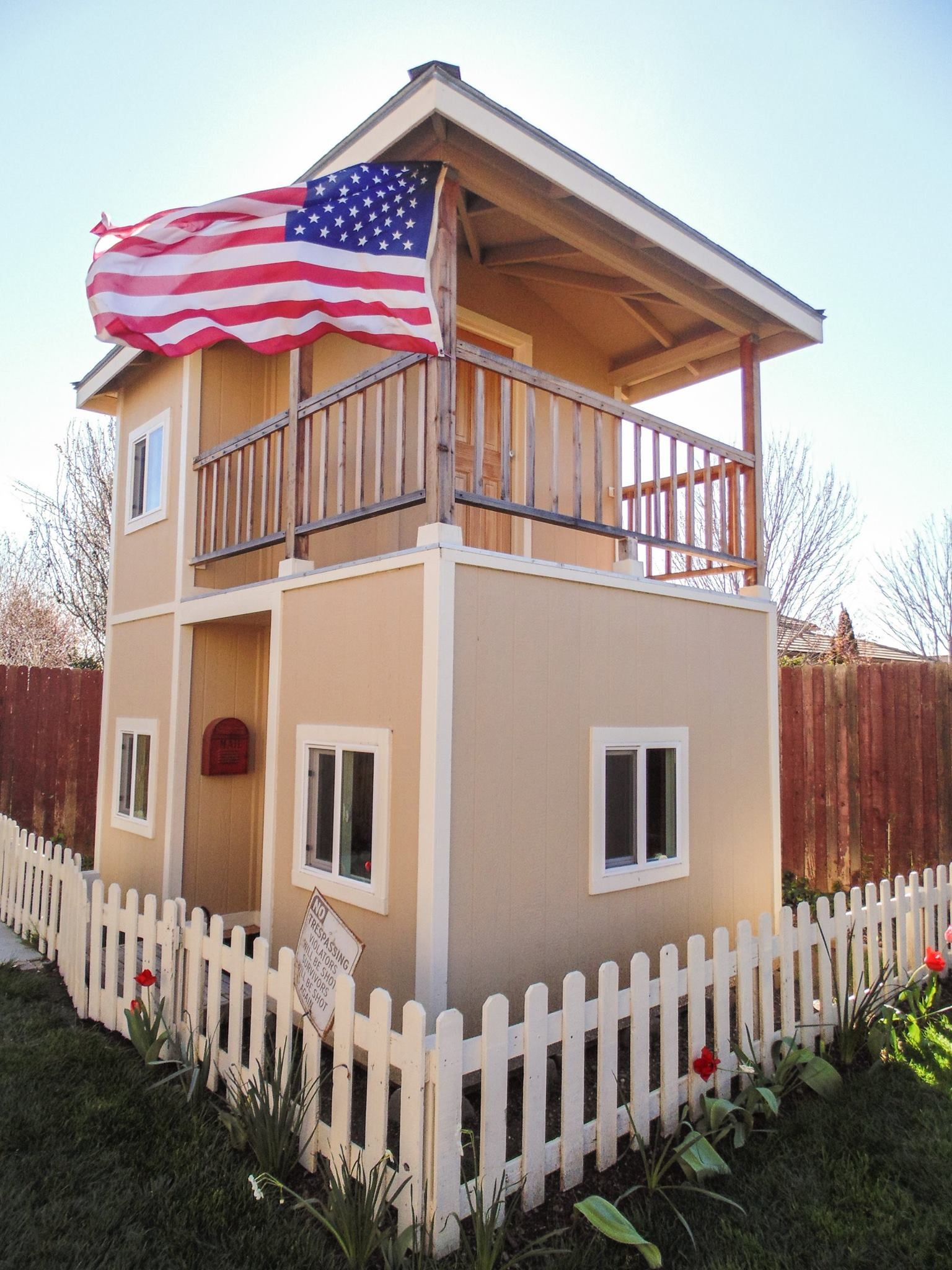 Two Story Playhouse With Balcony - Instructables