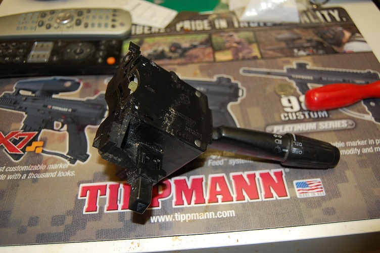 Picture of Servicing Jeep Cherokee (96 & Older)  Turnsignal / High Low Beam Switch