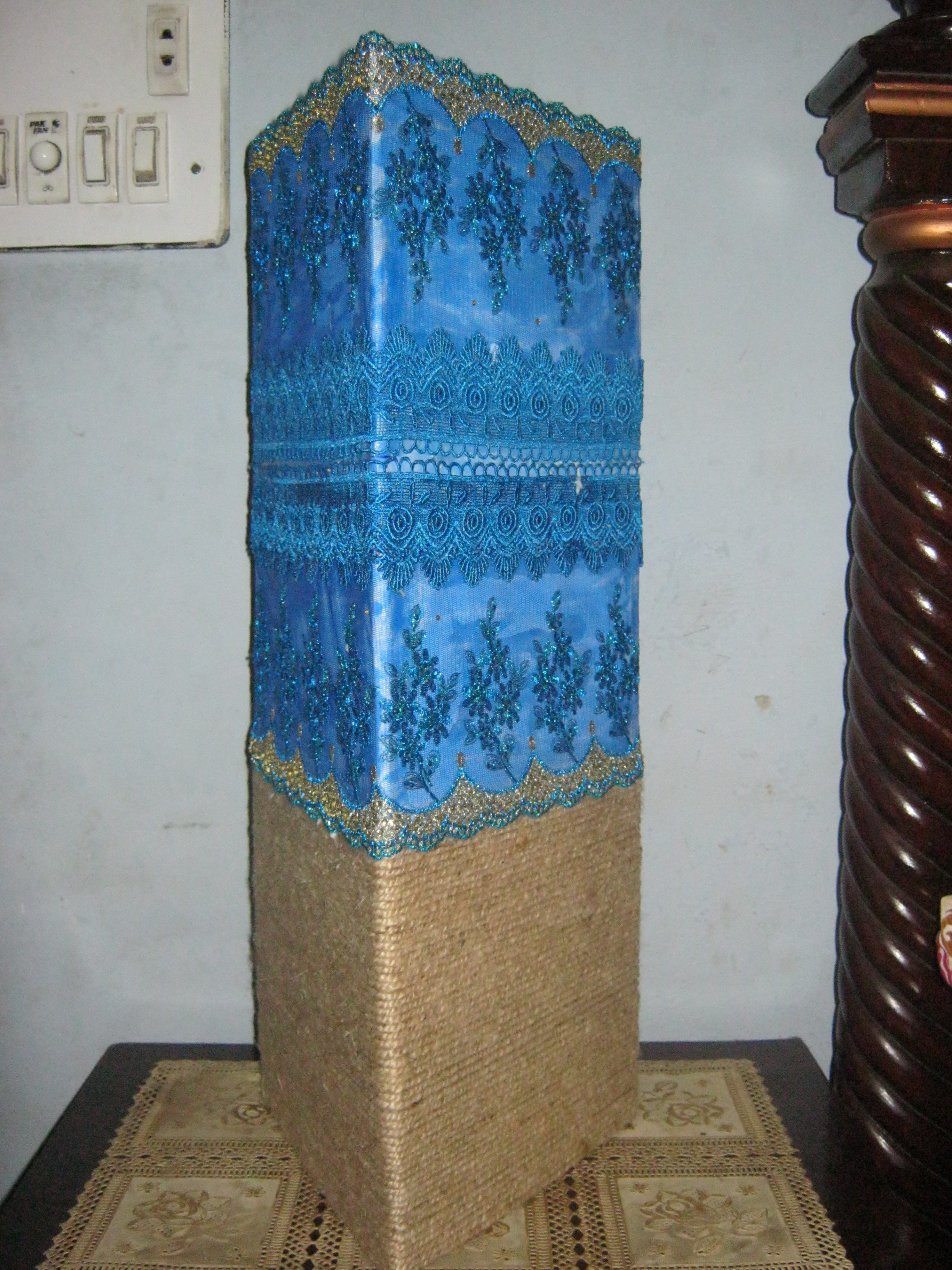 Picture of TRIANGULAR EMBROILED LAMP