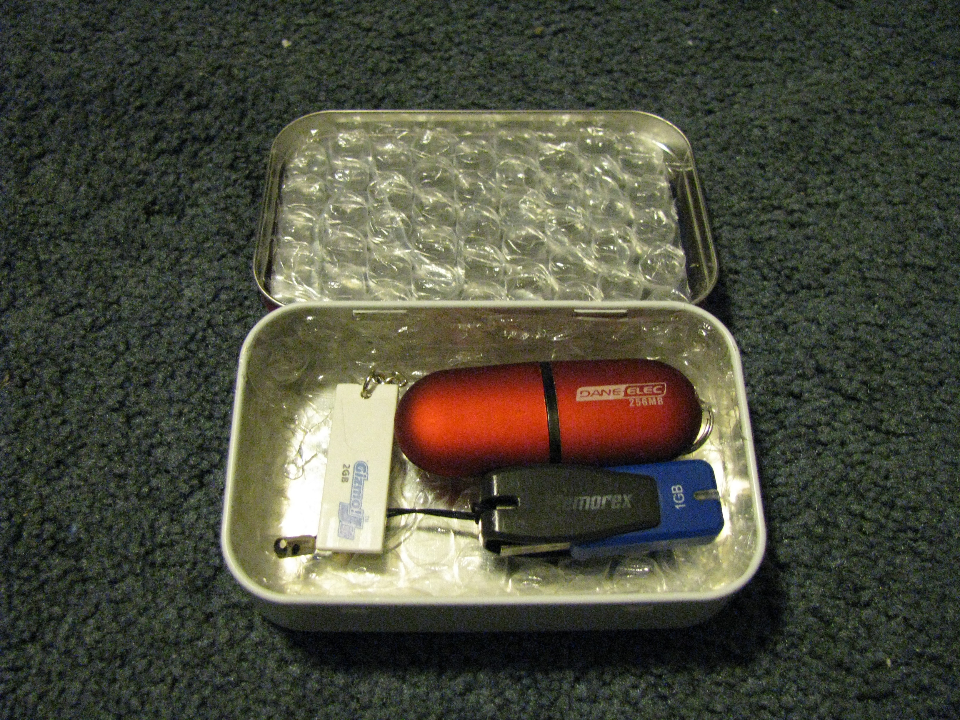 Picture of How-To: Altoids Tin USB Drive Protector/Carrying Case