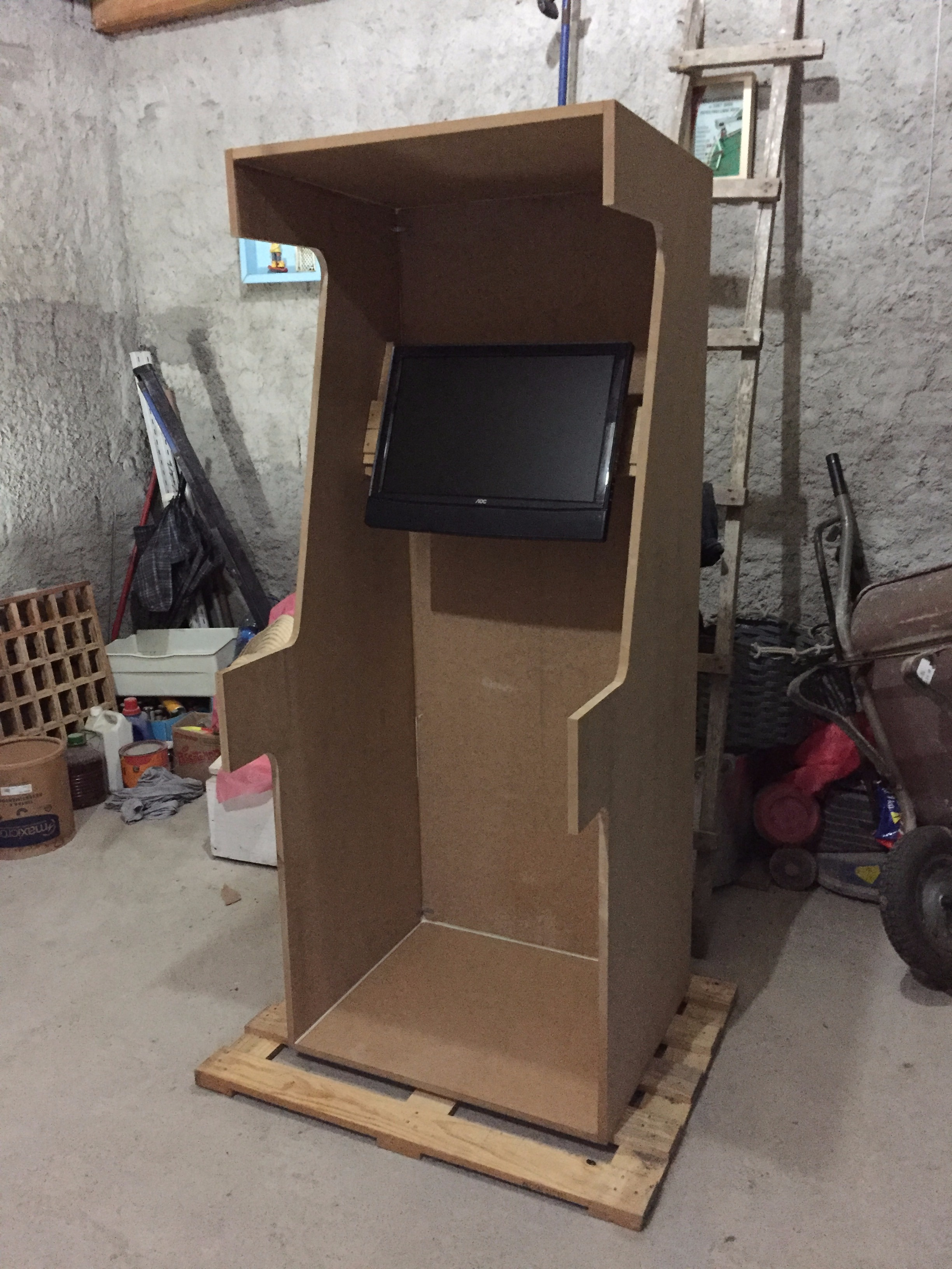 Picture of Arcade With a Pc Computer