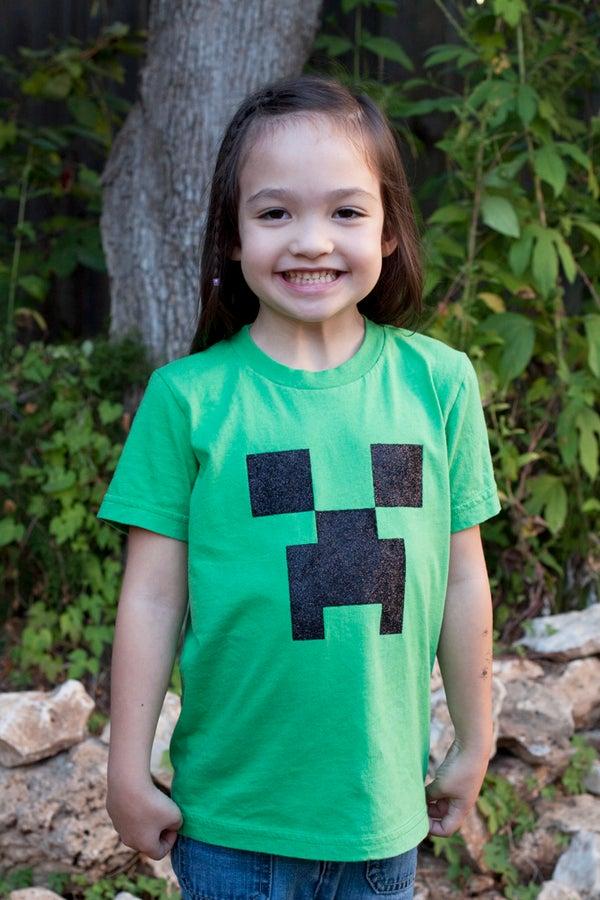 Stencil a Minecraft Creeper T-shirt