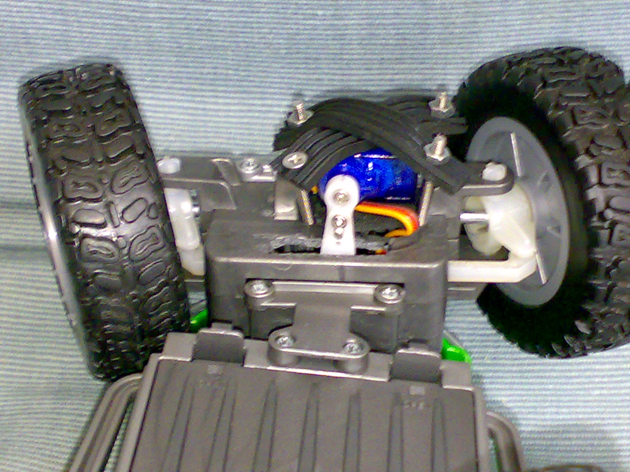 Picture of Attaching the Steering Servo to Bottom Section