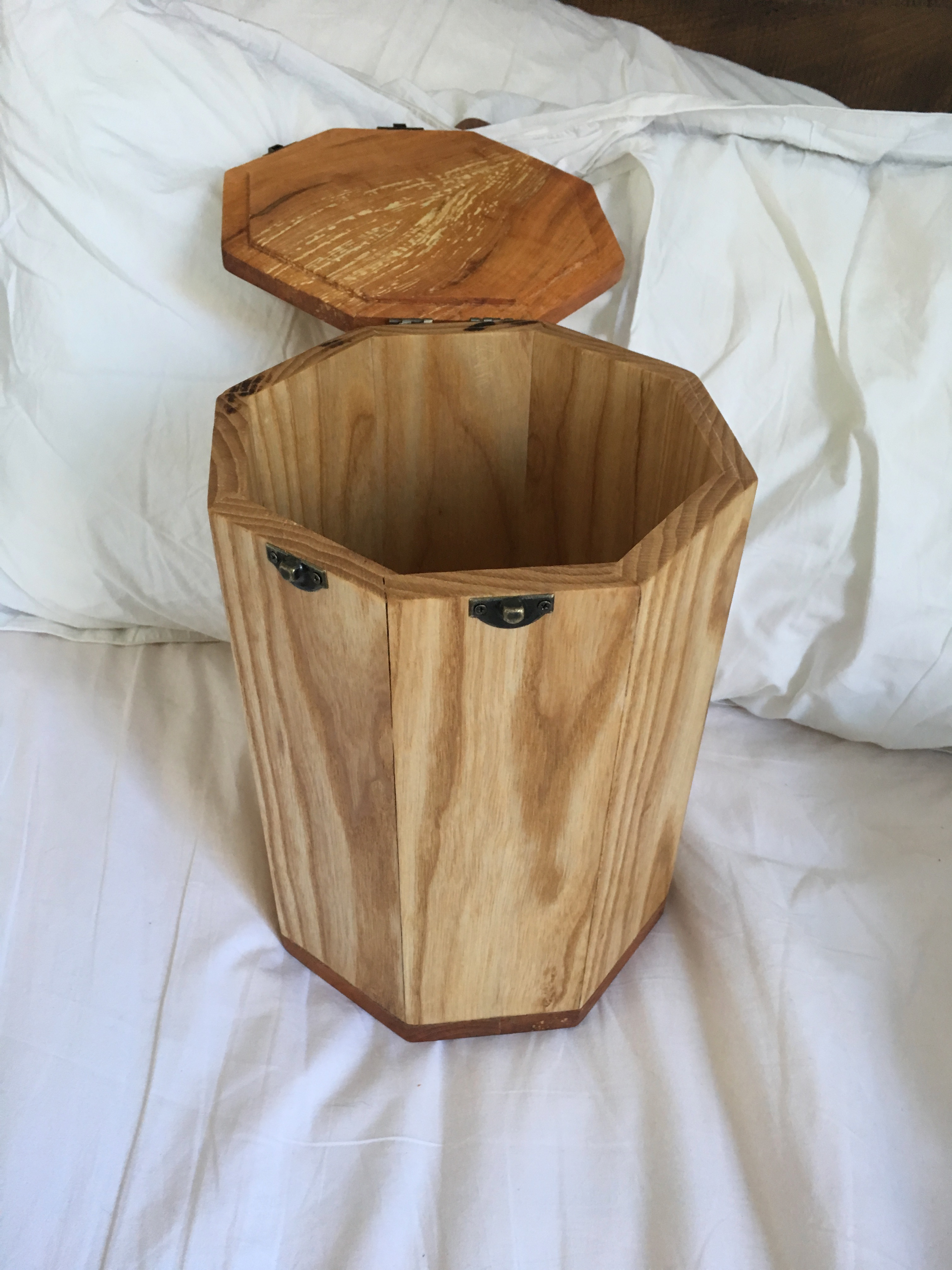 Picture of Bird-mouth-joint Urn From Storm Damage Trees